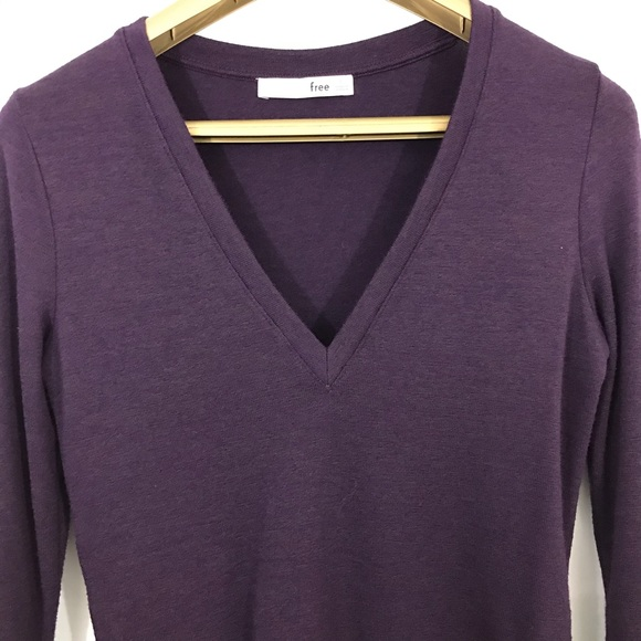 Aritzia Sweaters - Wilfred Free Women's V Neck Thin Knit Sweater Top